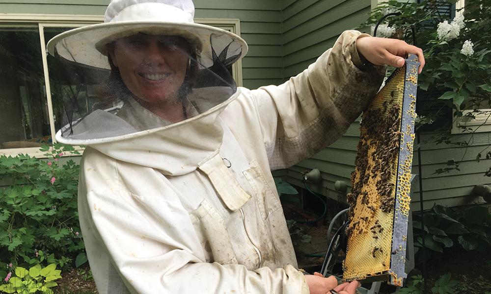 Beekeeper Jen Dunn
